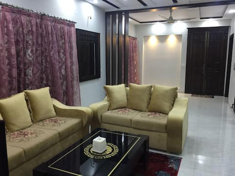 Stylish Luxe Apartment-Ground Floor