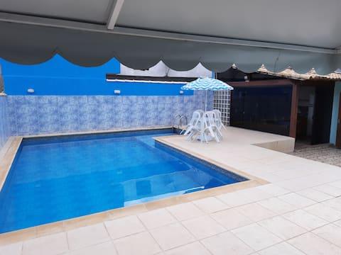 Casa com piscina na região dos lagos - Araruama