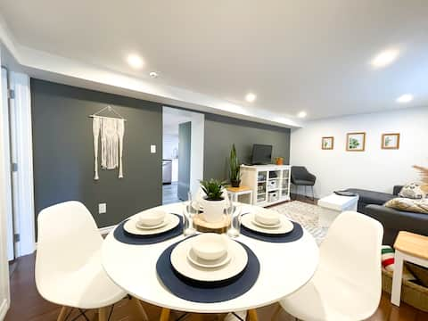 Modern 2 Bed Suite with Spa Bath Close to Downtown