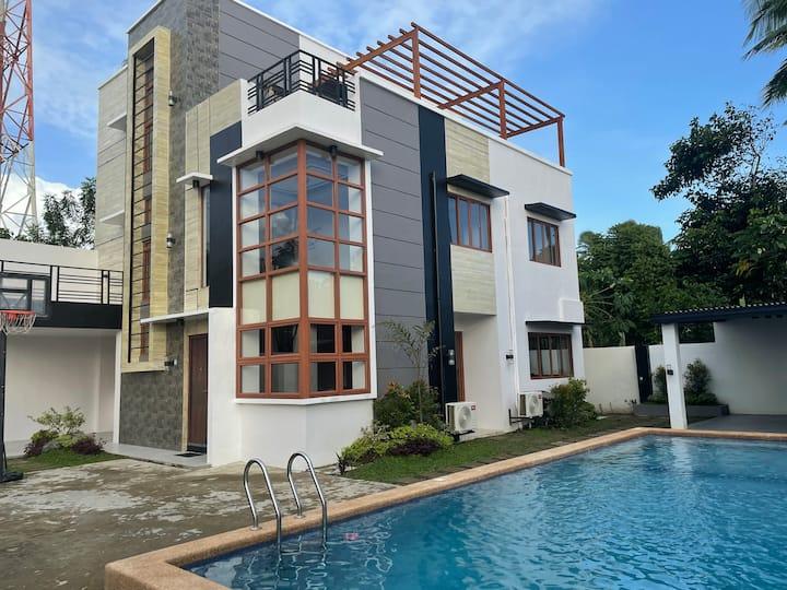 Borongan City House w/ Ocean view & Swimming Pool