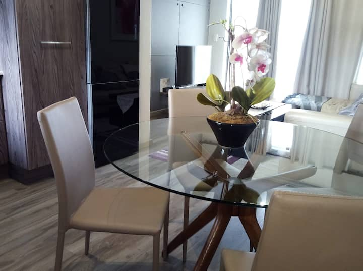 Modern, fully fitted apartment, close Mt Casino
