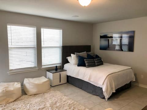 New studio on park, 30 min from downtown Austin