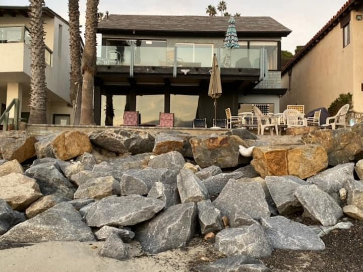 Family Beach House w/ Balcony - Whale Rock House