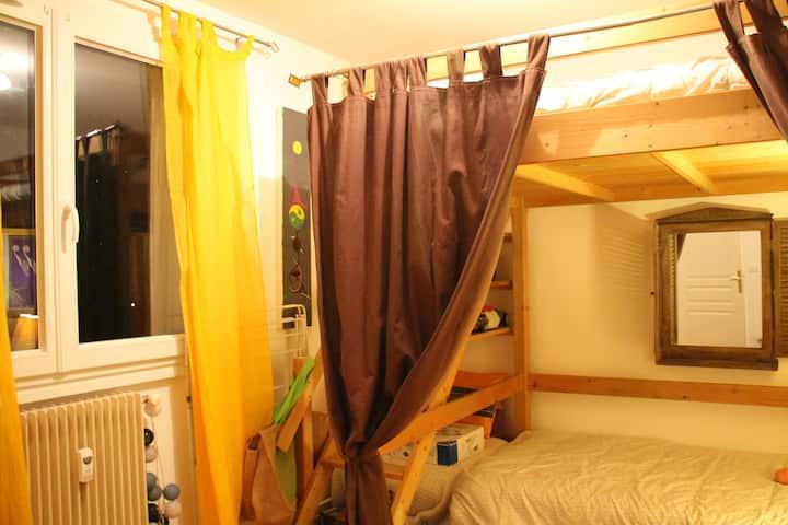 Chambre chaleureuse à Oullins proche de Lyon