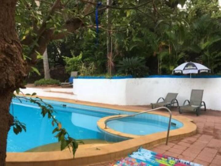 6BHK Serene Stay w Pvt Pool & Bfast-Walk to Beach