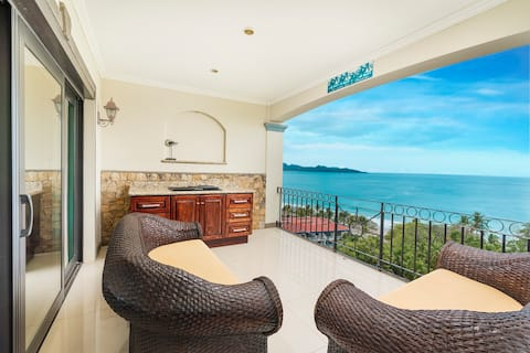 Ocean view at its best at a walk from the beach!!!