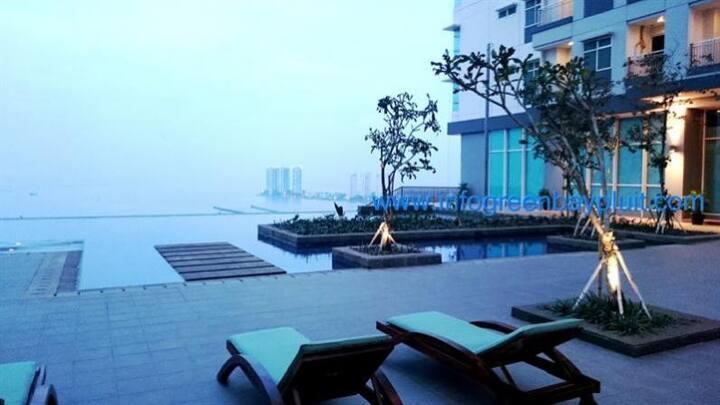 Comfy Staycation - Condominium Greenbay