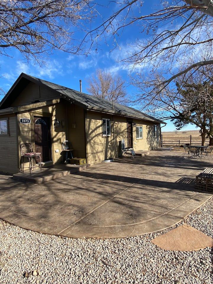 Updated farmhouse w/stunning views, no neighbors!
