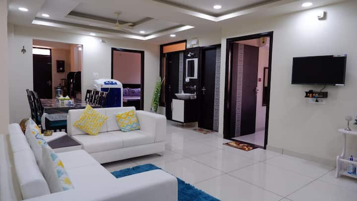 IndiaTreats Homestay 7 people 3 rooms in a Flat