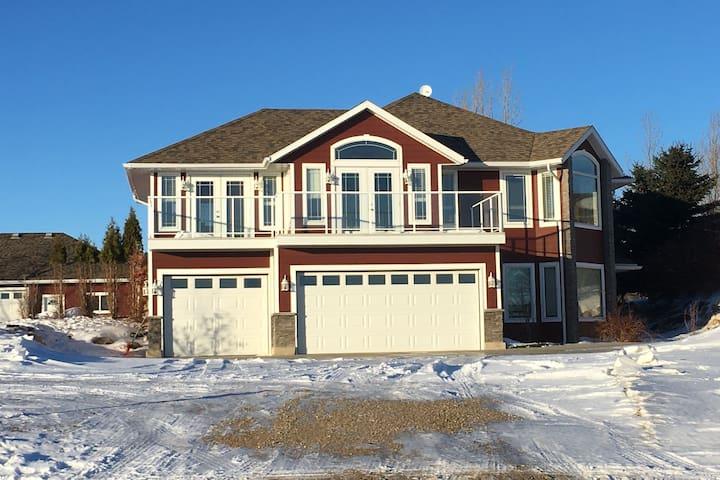 Lake View Modern Blackstrap Home
