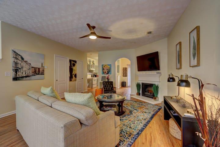 Garden Townhouse 21 (TVs in every room!)