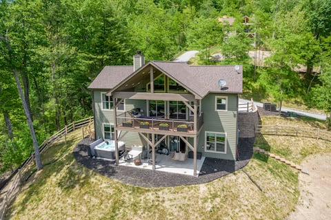 Spectacular Waterfall Views! Chimney Rock Cottage