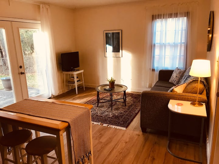 1 Bedroom Private Guest Suite close to the UGA