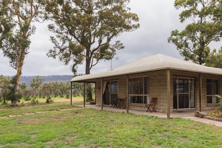 Banksia Park Cottages - Echidna Cottage