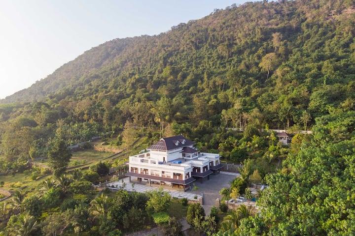 Springhill 2BR luxurious villa near Kochi Pool+Spa