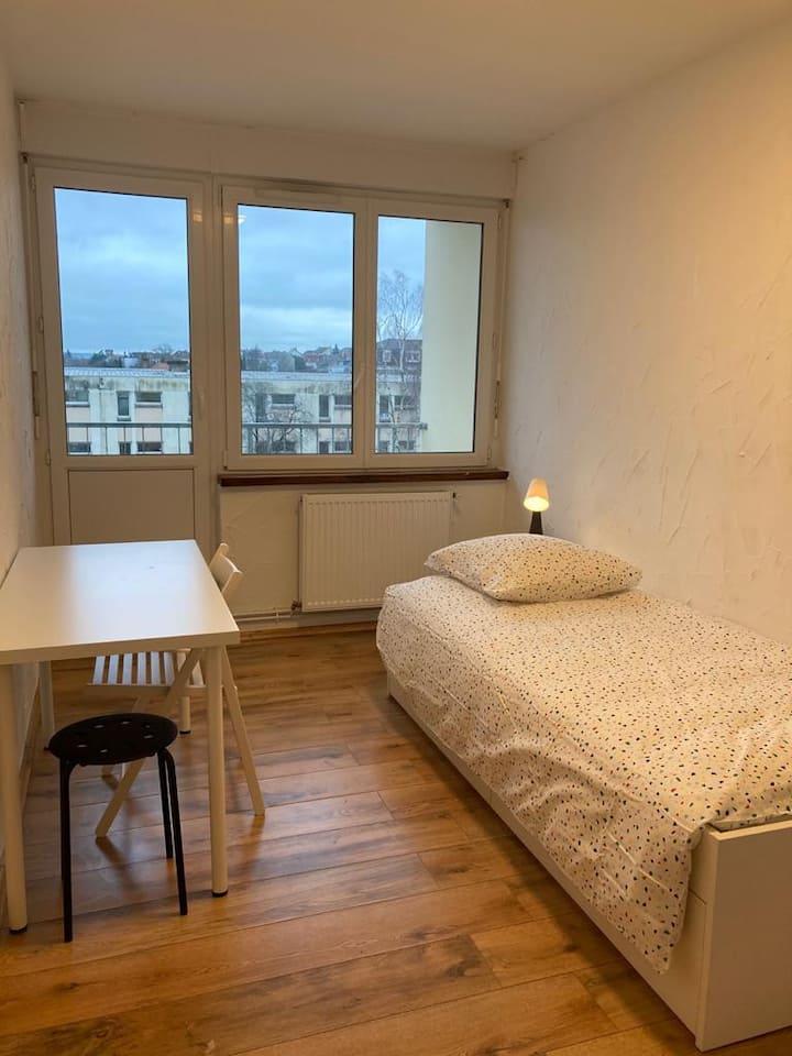 Chambre avec balcon privé à Yutz