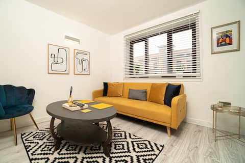 Stylish City Pad with Free Private Parking