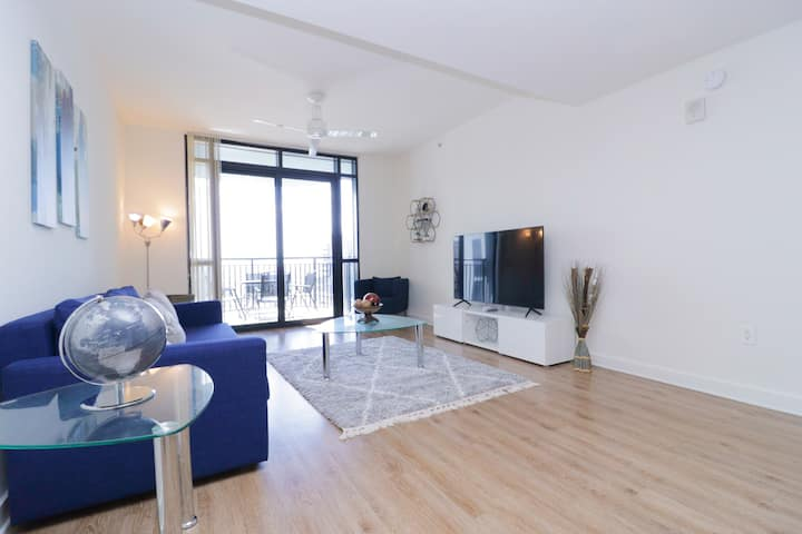 Luxury **Sky Rise** !!Downtown Orlando Apartment!!