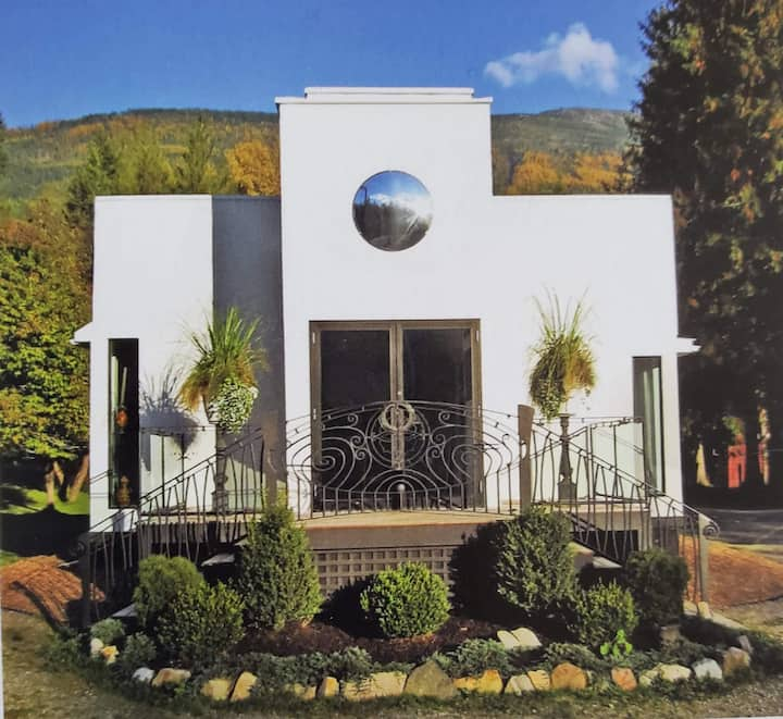''Gallery'' Guest House