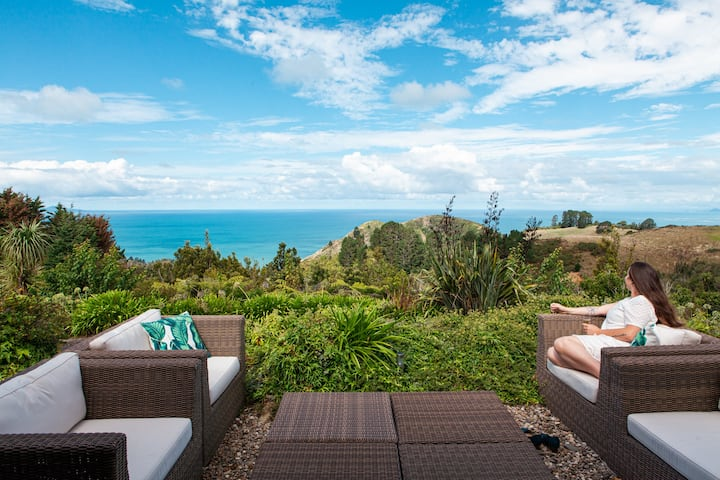 Orokawa Bay Retreat: Luxury Coastal Views Waihi