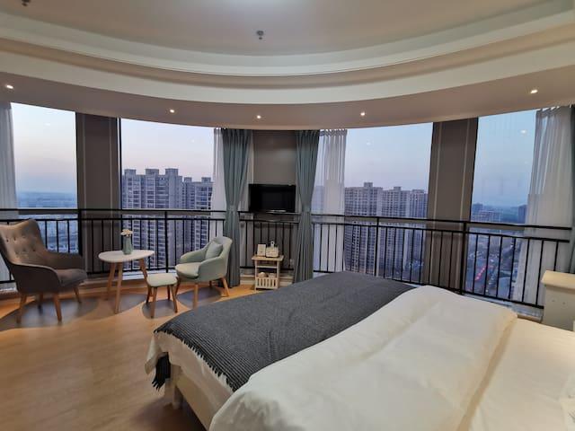 轻奢景观大床房-华玥公寓酒店(北大街万象城店)