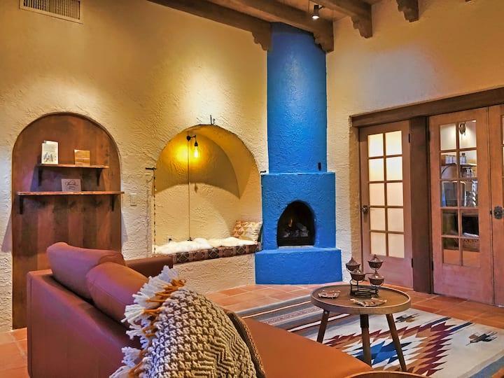 Birdsong Casita - 2 Fireplaces, King size bed!