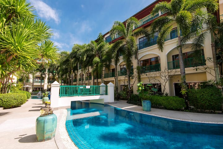 3 BED Apt - walking distance to the beach!