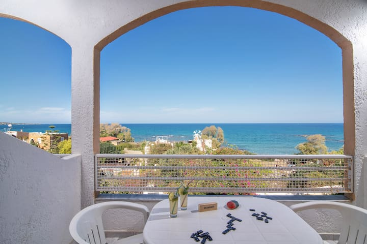 Charming apartment with view to the Aegean sea