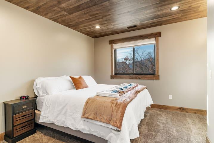 Third Bedroom - King Bed