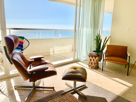 Stylish, ocean-front condo with breathtaking views