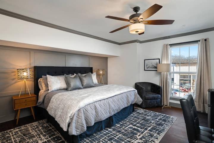 Stylish King Suite On Main w/ Views   Desk   Wifi
