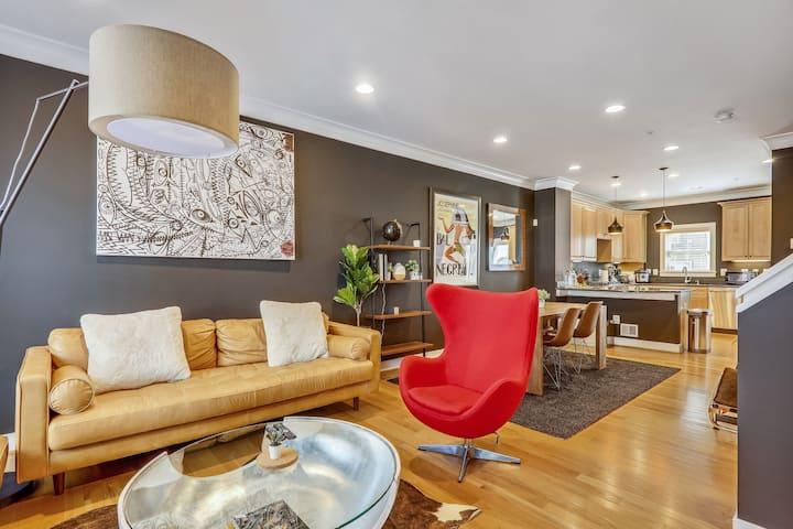 3BR Modern Home w/ Parking & Terrace-Arts District
