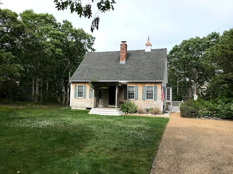 Updated Beautiful Cottage in Edgartown Central AC