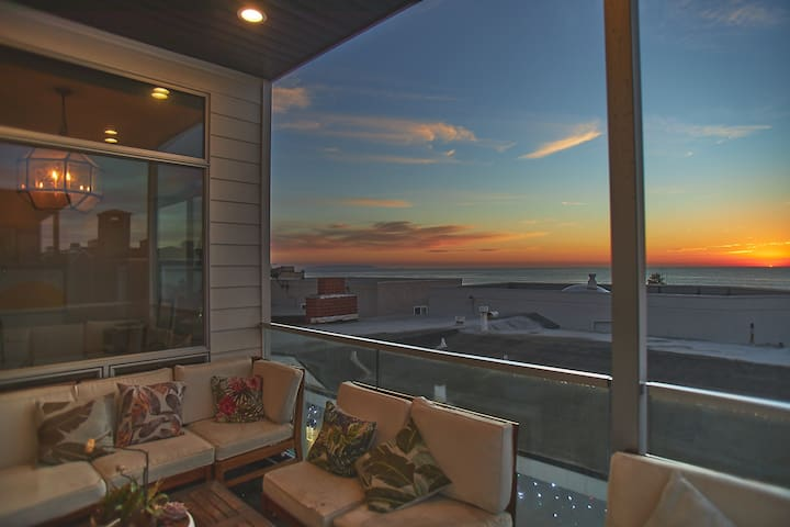 Luxury Beach Townhouse with Panoramic Ocean Views