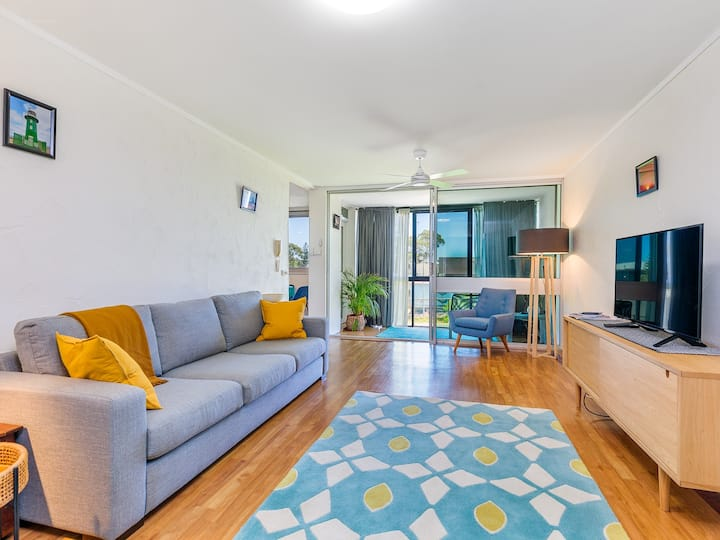 Bright Fremantle Unit, 5 min from George St Cafes