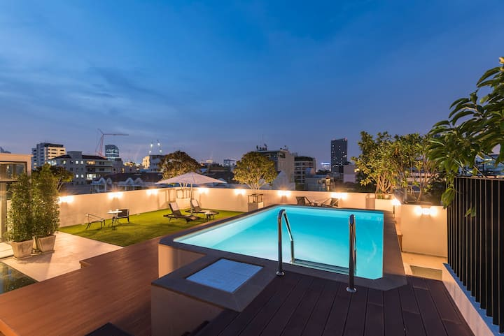 2 Storey Penthouse with Roof-Top Pool in Thonglor