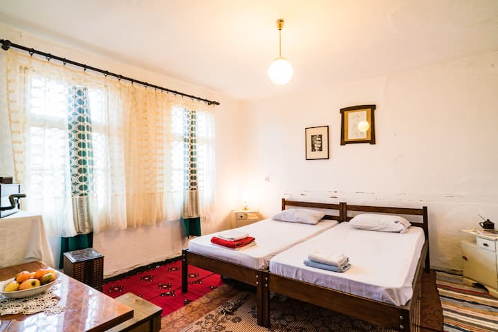 Double Room  in 300 years old Etno House, Kratovo