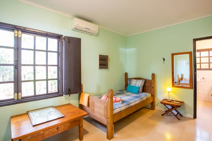 Double  bedroom 4 with 2 single beds and a/c.