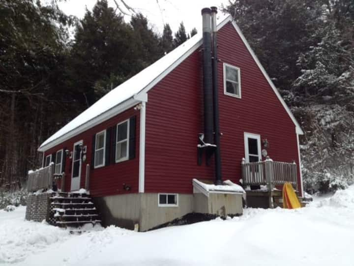 The Red House- PEACEFUL WOODED JAY PEAK AREA HOME