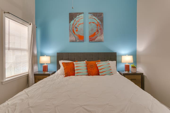 Near Hospitals:AMH/MCA/USMD✶King Bed✶WiFi✶Parking
