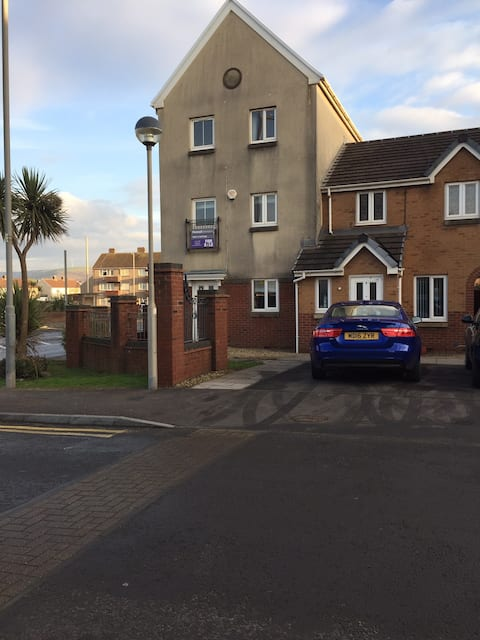 ATTRACTIVE 3 STOREY TOWN HOUSE IN BEACH LOCATION