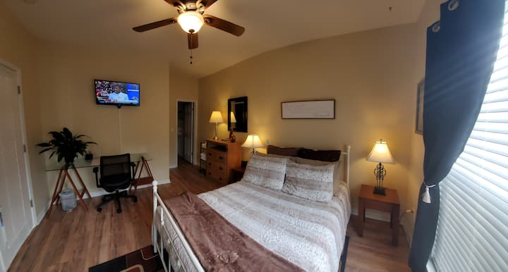 Private 1 bed & bath - business travelers only