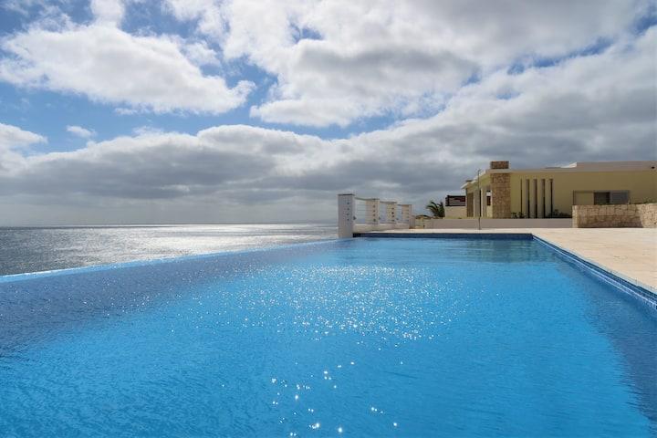 Belle villa avec piscine privée pleine vue océan