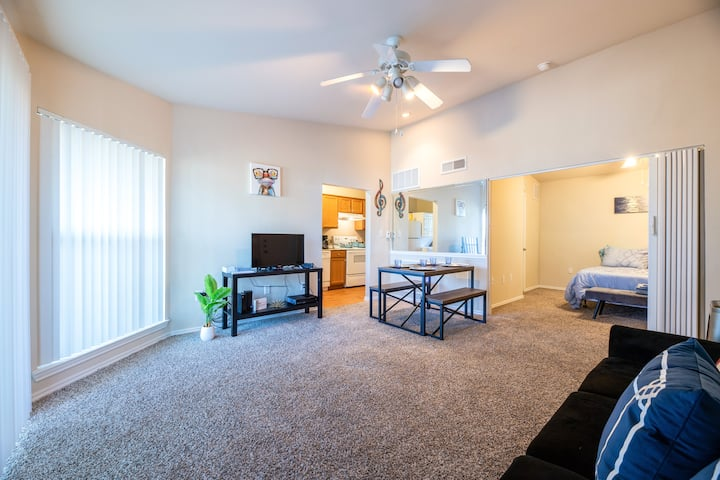 Charming 1 Bed 1 Bath with Spacious Balcony