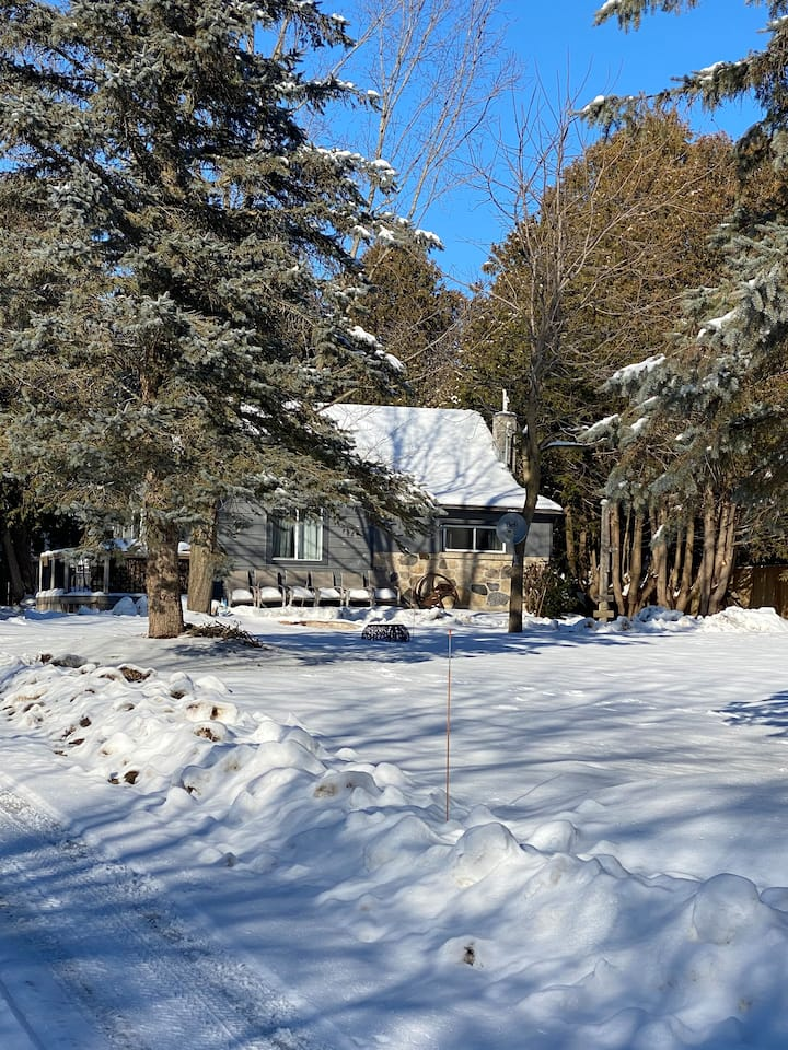 Escape to Fergus/Elora at the Truck Cottage!