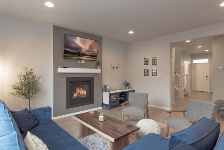 New Listing! Beautiful and modern new home in Bend