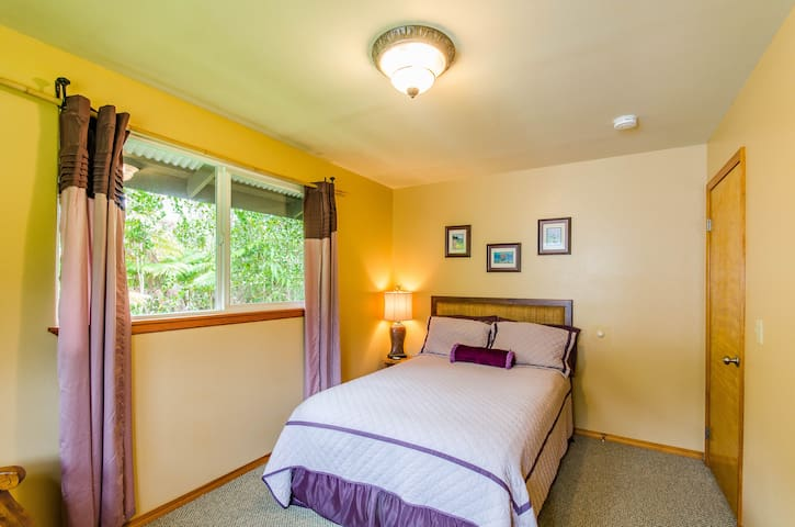 Guest Bedroom with Full/Double Bed