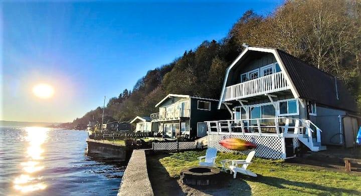 Sunrise Sandy Beachfront w/Kayaks - New Listing!