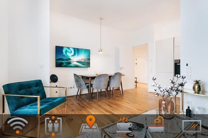 """5 Stars Apartment! In front of the """"Zwinger"""" BEST!"""