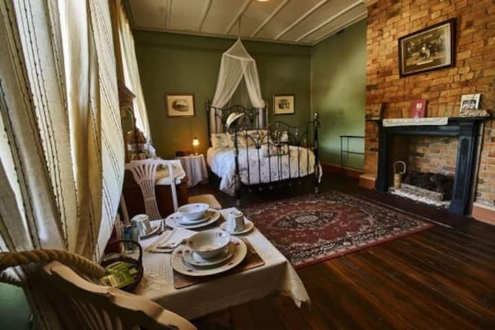The Old Victoria Hotel, Albert Room